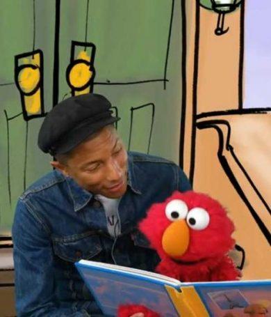 Pharrell Williams le enseña a leer a Elmo de Plaza Sésamo