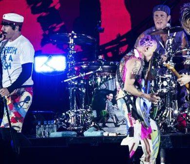 Confundieron a los Red Hot Chili Peppers con Metallica: terminaron firmando discos y fotos