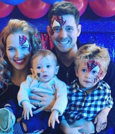 Noah Bublé pasará la navidad en casa, tras superar una parte de su tratamiento contra el cáncer