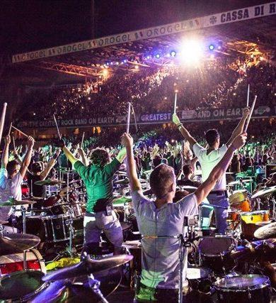 Más de 1000 músicos tocan en vivo 'Smells Like Teen Spirit'