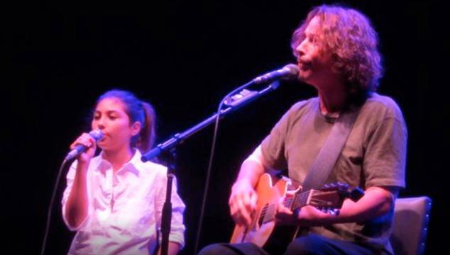 Hija de Chris Cornell escribe un emotivo mensaje para su papá.