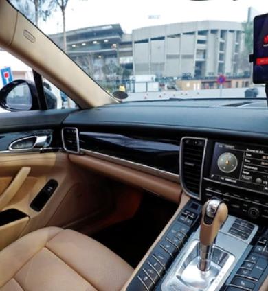 Presentan auto que es conducido por un smartphone.