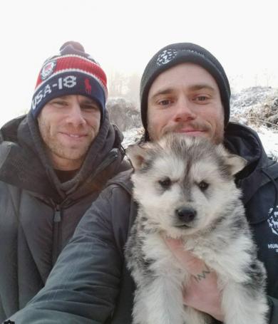 Un esquiador olímpico salvó a 90 perros en cautiverio.