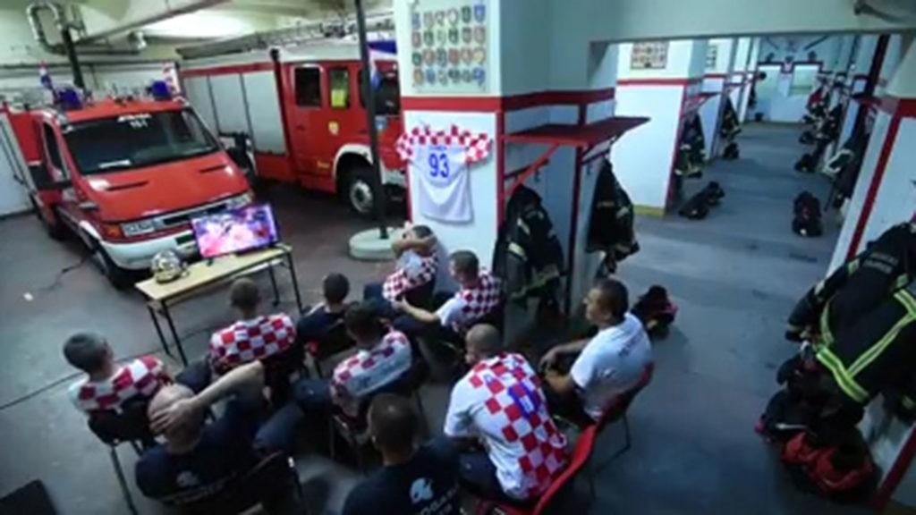 La verdad tras el video de los bomberos croatas mientras ven el Mundial