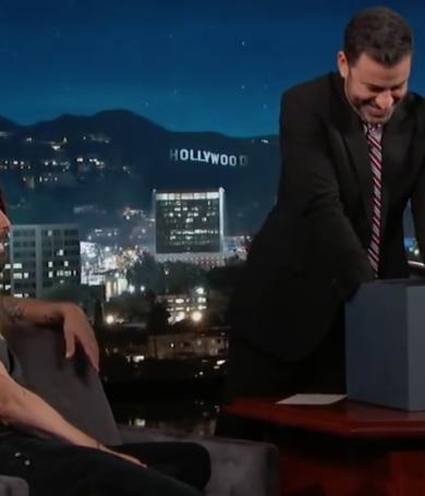 Dave Grohl sorprendió a Jimmy Kimmel con un pertubador regalo