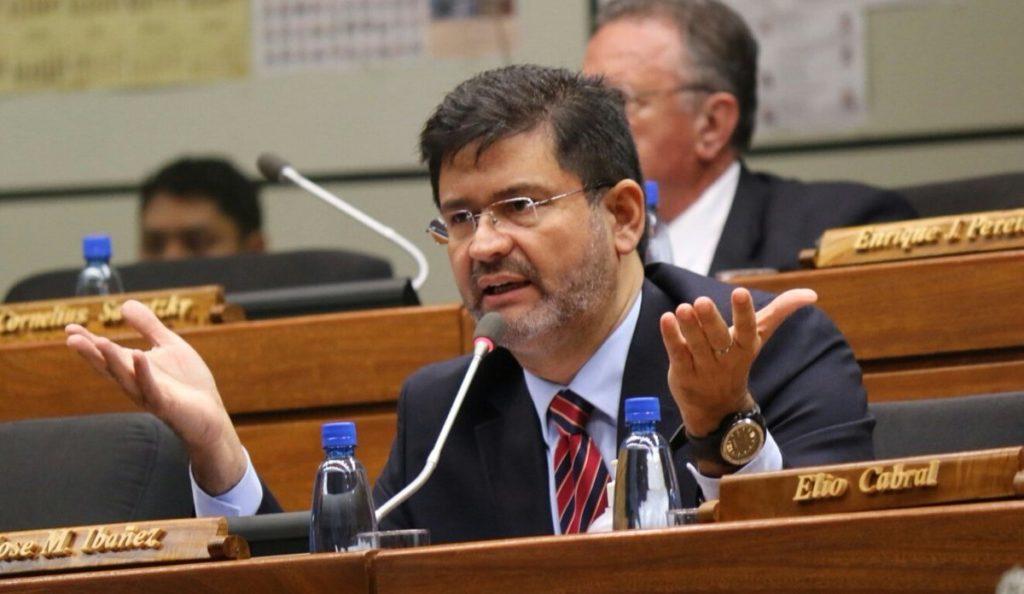 José María Ibáñez presentó su renuncia