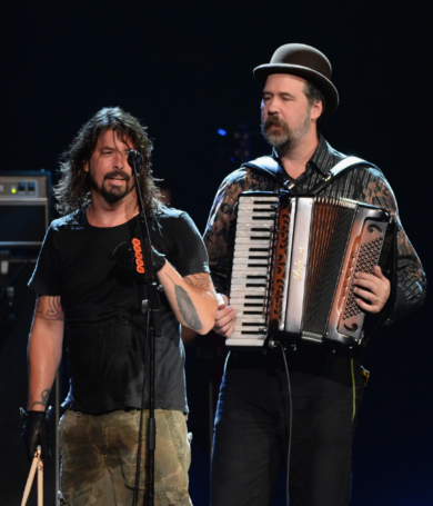 """Krist Novoselic y Dave Grohl tocaron """"Molly's Lips"""""""