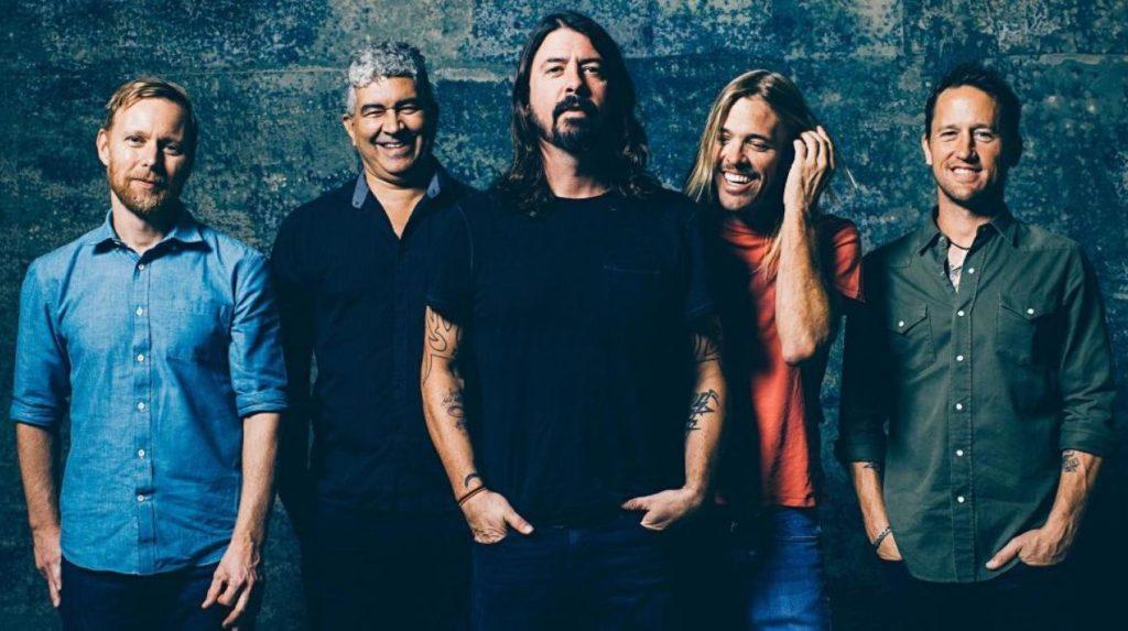 """Foo Fighters invitan a dos fans a cantar """"Under Pressure"""" con ellos en Vancouver """
