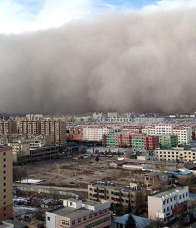 """Una tormenta de arena """"se traga"""" una ciudad de China en cuestión de minutos"""