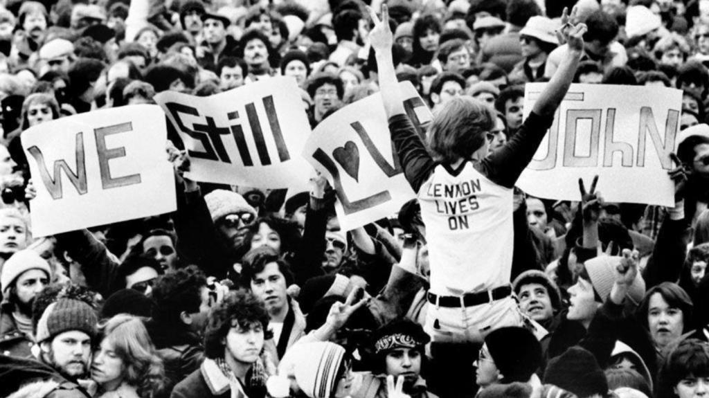 Efeméride: Yoko Ono organiza vigilia mundial en honor a John Lennon