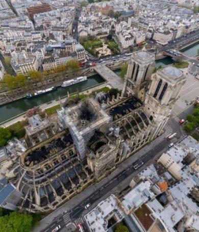 El día después del incendio en Notre Dame