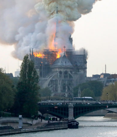 Voraz Incendio en la Catedral de Notre Dame