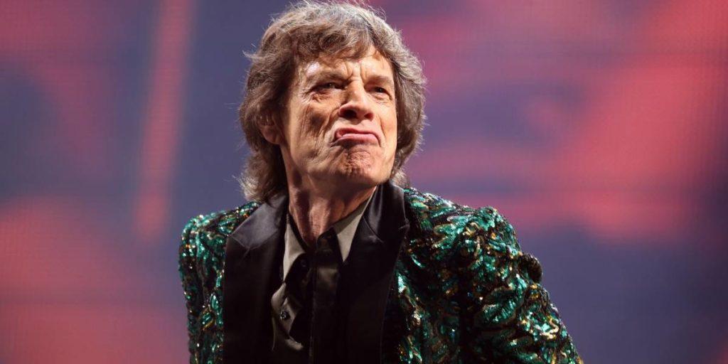 """Mick Jagger dio su primera entrevista desde su cirugía y dijo """"sentirse muy bien"""" de salud"""
