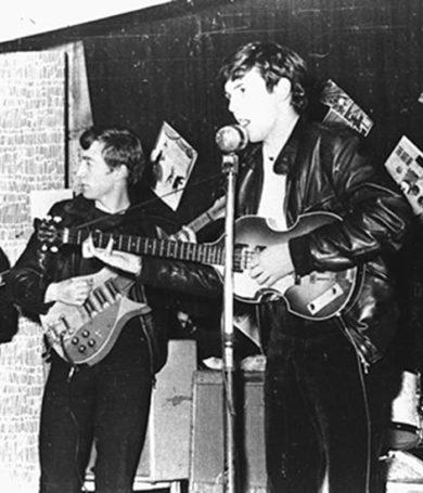 Venden el primer contrato firmado por los Beatles en 341 mil dólares.