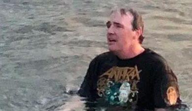 Fan de Slayer y Anthrax es reconocido en una lata de cerveza