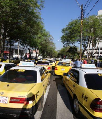"""Taxistas anuncian nuevo """"enjambre amarillo"""" para este martes"""