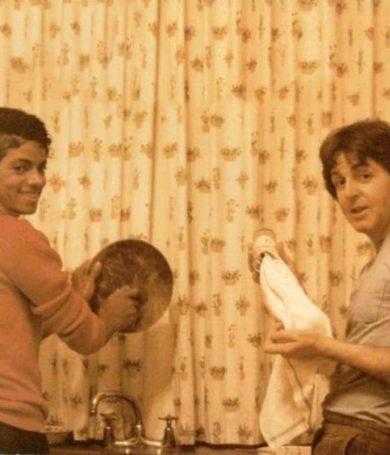 """34 años del """"robo"""" de Michael Jackson a Paul McCartney de los derechos de """"The Beatles"""""""