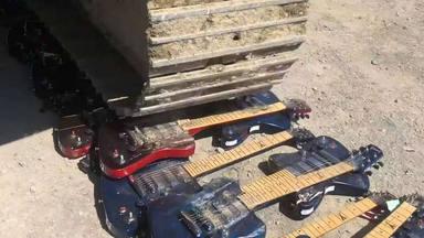Gibson aplasta cientos de guitarras nuevas