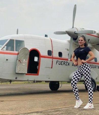 """PETROPAR utilizó avión de la Fuerza Aérea para trasladar a modelos y presidenta se ratifica: """"No me arrepiento"""""""