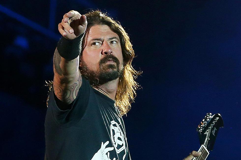 Dave Grolh llora tras el cover de Lithium, de Nirvana, hecho por Weezer