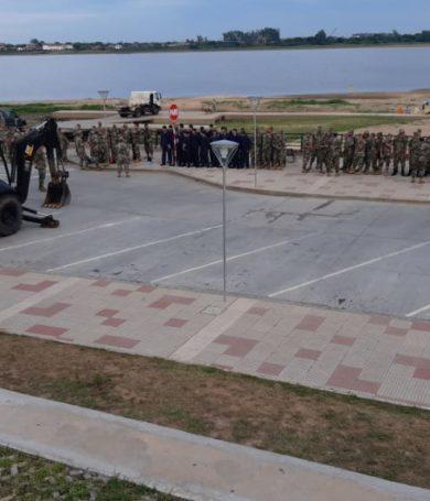 Militares realizan trabajos de limpieza del río Paraguay