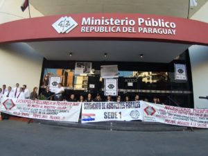 Funcionarios de Ministerio Público inician huelga por un mes