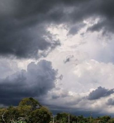 Viernes caluroso y con intensas lluvias, prevé Meteorología
