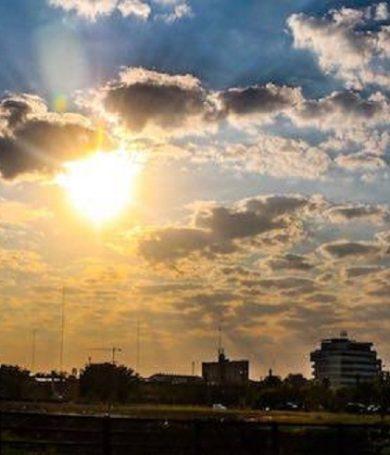 Jueves caluroso y con posibles lluvias dispersas, prevé Meteorología