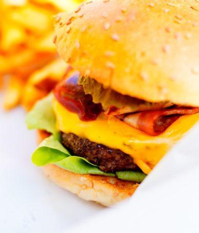 Disfruta el Stacker Cuádruple de Burger King desde casa