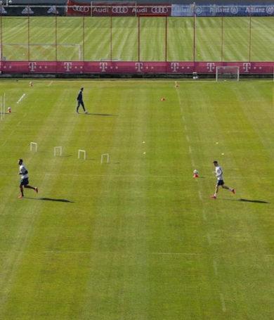 El Bayern Munich retoma entrenamientos en el campo en grupos pequeños
