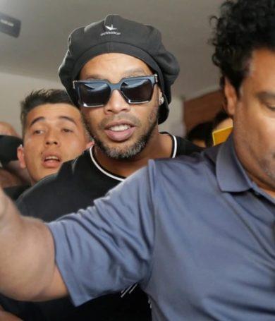Ronaldinho pagó con dinero de un banco de Suiza para salir de la cárcel