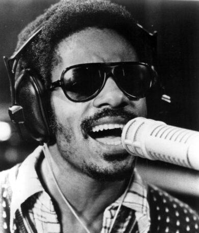 Stevie Wonder agita la industria musical con dos lanzamientos
