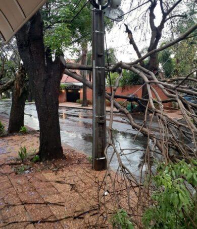 Tras madrugada de tormentas, 300 mil usuarios de ANDE quedaron sin electricidad