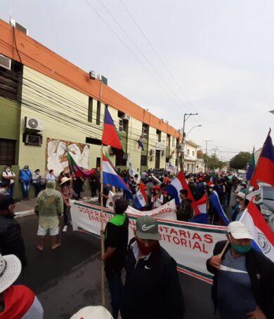 Campesinos marchan reclamando acceso a tierras y condonación de deudas