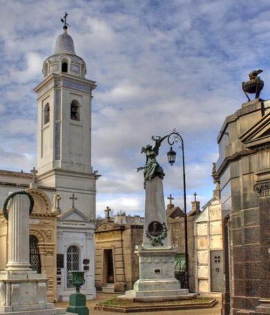 Cementerios de Asunción serán habilitados durante dos días