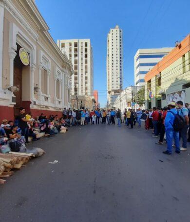 Campesinos se manifiestan en el centro de Asunción exigiendo cumplimiento de acuerdo con Gobierno