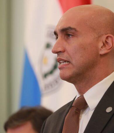 Gremios de Salud quieren la interpelación del ministro Mazzoleni