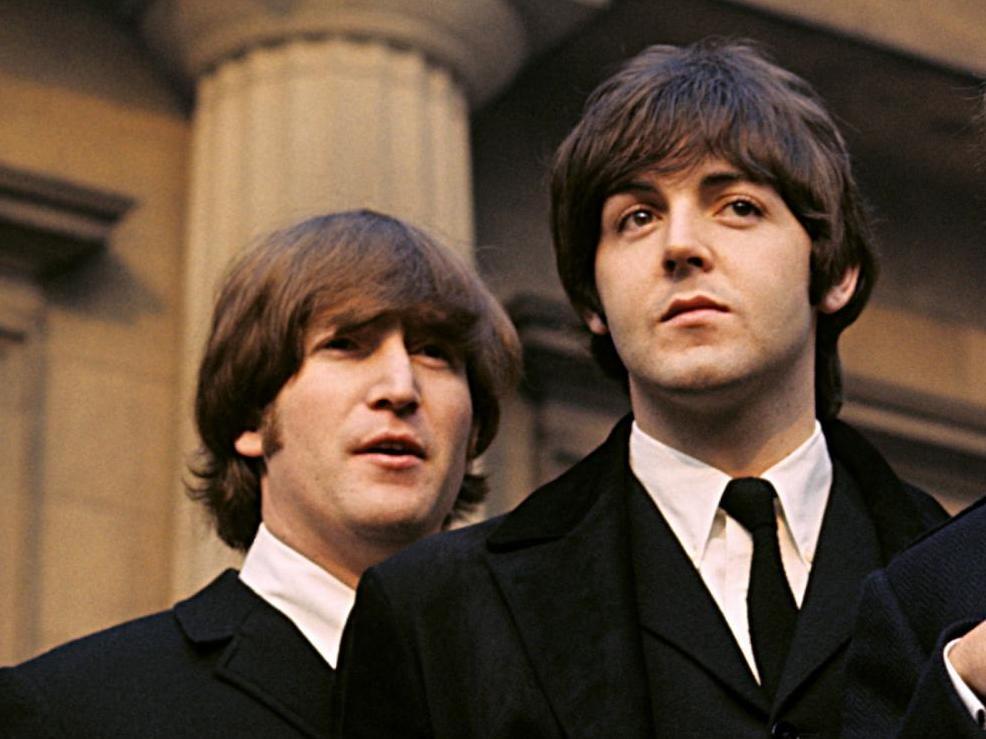 Paul McCartney asegura que aún lidia con la muerte de John Lennon