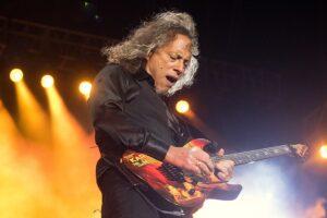 Kirk Hammet llevaba su primera guitarra en una bolsa de basura