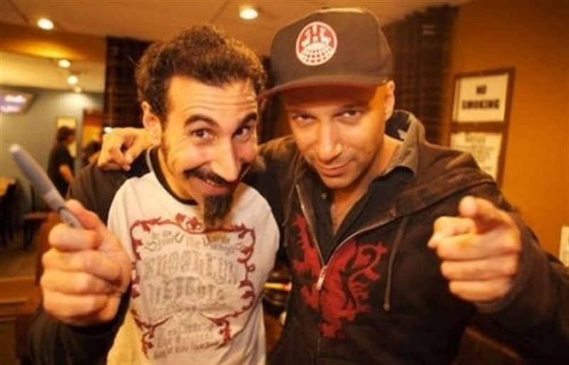 Escucha a Serj Tankian de System Of A Down y Tom Morello de Rage Against The Machine en un cover de Gang Of Four