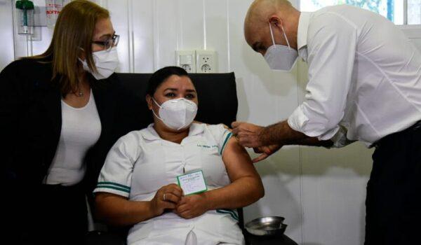 75 profesionales de blanco fueron inoculados este lunes en Hospital Nacional de Itauguá