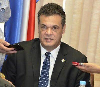 Diputado Acevedo sigue en estado crítico por COVID-19