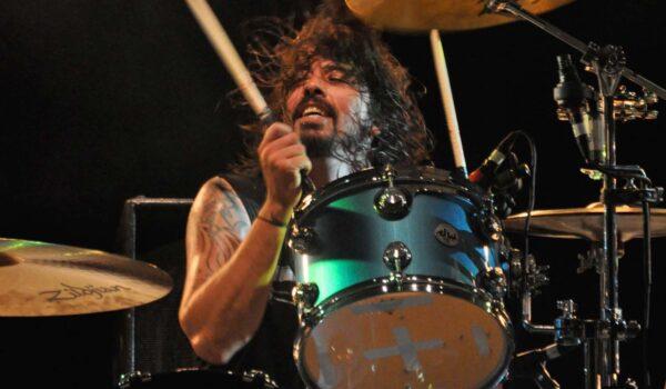 Dave Grohl recuerda haber conocido a AC / DC con Paul McCartney después de los Grammy