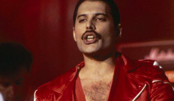 10 momentos de Freddie Mercury que han marcado la historia de la música y de la moda