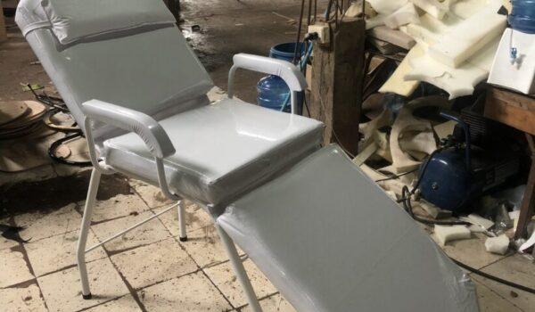 Fabrican camillas reclinables para paliar escasez de camas en hospitales