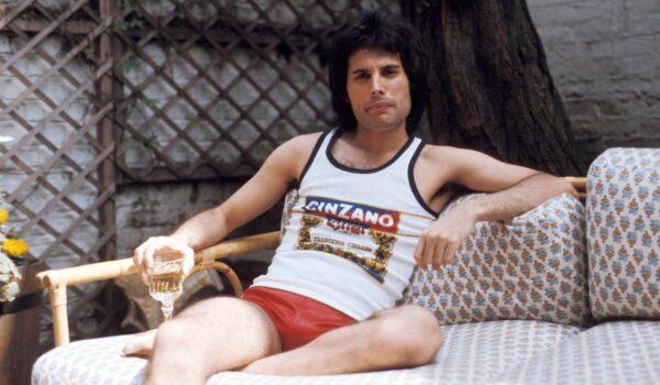 Un recorrido por la vida de Freddie Mercury en 18 insólitas fotografías