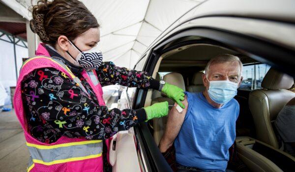 Estados Unidos aplica 4 millones de vacunas contra el covid-19 en 24 hs
