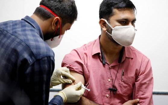 Empleadores deben otorgar permiso remunerado a trabajadores para vacunarse contra COVID