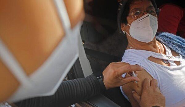 Hoy comienza vacunación a personas nacidas hasta 1969