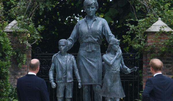 Los príncipes William y Harry inauguran la estatua de la princesa Diana de Gales, en directo